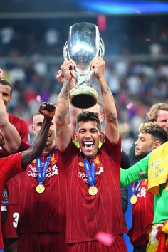 """Bobby lifts the 🇧🇷🏆"" Liverpool Players, Liverpool Football Club, Liverpool Fc, Uefa Super Cup, This Is Anfield, You'll Never Walk Alone, Best Football Team, Just Run, Champions League"
