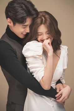 Pre Wedding Poses, Wedding Picture Poses, Pre Wedding Photoshoot, Korean Wedding Photography, Wedding Photography Poses, Korean Couple Photoshoot, Photo Poses For Couples, Photographie Portrait Inspiration, Cute Couple Pictures