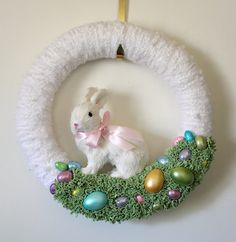 Want to attempt making this. Fluffy white yarn, green felt grass, pastel eggs and bunny in the middle.