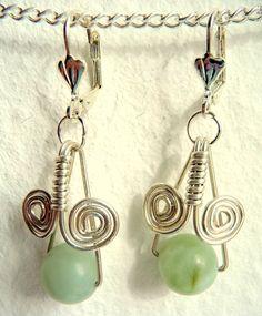 Ohrringe nickelfrei versilbert mit je 1 wunderschönen Jade-Perle. Der handgefertigte Anhänger wurde aus silverfilled wire geformt. Preis: 13,00 EUR