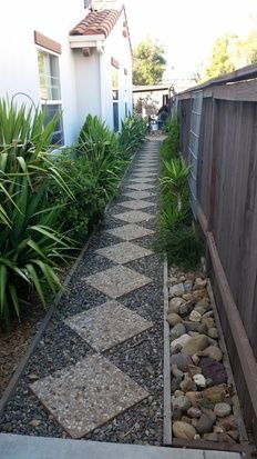 Side Yard Landscaping, Backyard Walkway, Backyard Patio Designs, Outdoor Landscaping, Outdoor Gardens, Landscaping Ideas, Front Garden Landscape, Garden Paths, Side Yards