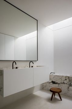 Black Bathroom Taps, Brown Bathroom, Modern Bathroom, Bad Inspiration, Bathroom Design Inspiration, Minimalist Interior, Minimalist Decor, Agi Architects, Interior Minimalista