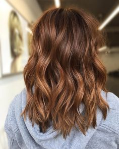 Are you going to balayage hair for the first time and know nothing about this technique? Or already have it and want to try its new type? We've gathered everything you need to know about balayage, check! Balayage Hair Copper, Copper Hair, Auburn Hair Balayage, Light Blond, Haircuts For Fine Hair, Work Hairstyles, Everyday Hairstyles, Bride Hairstyles, Brown Hair Colors
