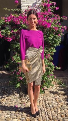 Purple pink and gold skirt. To die for Dressy Outfits, Casual Dresses, Cool Outfits, Fashion Outfits, Fiesta Outfit, Beige Outfit, Wedding Guest Style, Cocktail Outfit, Colorful Fashion