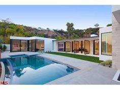 520 Leslie Lane, Trousdale Estates, Los Angeles, CA California Pools, Mls Real Estate, Los Angeles Area, Estate Homes, My Dream Home, Beverly Hills, Decks, Interior Architecture, Exterior
