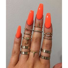 Orange nails perfect for the summer!