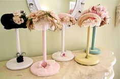 Paper Towel Holder Hat Stands (add 1 2 styro ball, covered in fabric + lace or whatever do dads) Craft Booth Displays, Hat Display, Display Ideas, Booth Ideas, Display Stands, Wooden Paper Towel Holder, Hat Holder, Towel Holders, Stand Feria