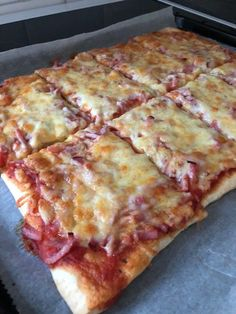 Hemgjord panpizza! – Alla goda ting B Food, Moms Food, Recipe For Mom, Lchf, Deli, Sandwiches, Cooking Recipes, Drinks, House