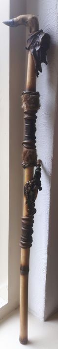 Online veilinghuis Catawiki: Unique deer hoof cane / walking stick decorated with clay, stones and leather - Folk Art
