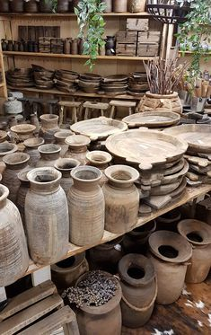 Koeienhuiddecoraties - Lilly is Love Western Style, Balinese Interior, Wood Basket, Western Homes, Mid Century Decor, Diy Molding, Old Doors, Wood Bowls, Cozy Christmas