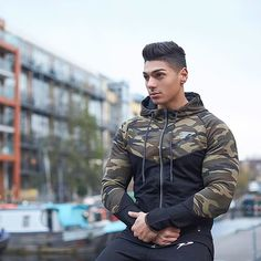 The PerformLite Camo Hoodie - Now Restocked! Made of a Unique Stretch-Fit Tech Fabric, Customised to provide Unrivalled Function and Quality 👌🏻 @andreideiu_ Wearing size Medium.