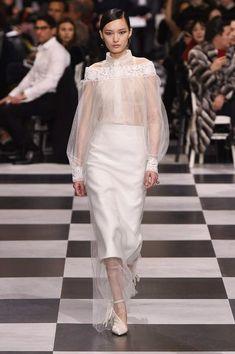 Посмотреть на первую кутюрную коллекцию Марии Грации Кьюри пришло большое количество критиков и знаменитостей первой величины. Christian Dior Haute couture SS'18