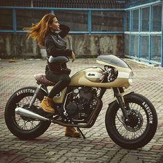 Golden girls. Beautiful little custom cafe racer courtesy of @gmeejer. Thanks… …