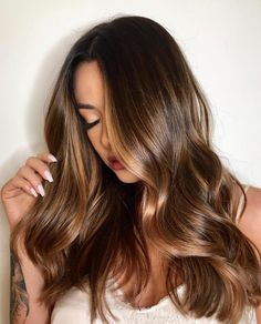 71 most popular ideas for blonde ombre hair color - Hairstyles Trends Brown Hair Shades, Light Brown Hair, Hair Color And Cut, Ombre Hair Color, Brown Hair Balayage, Hair Highlights, Brunette Hair, Gorgeous Hair, Hair Looks