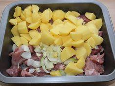 Mennyei Tepsis hús recept! Ez egy olyan tepsis hús recept, amit elővehetünk egy rohanós napon, amikor nincs időnk a tűzhely fölött ácsorogni, mégis szeretnénk valami finomságot tenni az asztalra. Egy ízletes tepsis hús recept következik, ami az én nagy kedvencem a takarítós napokon. :)