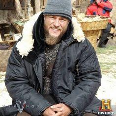 Travis Fimmel behind-the-scenes in Vikings