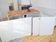 Vill du bygga en köksö med bra förvaring? Här är Hemmafixarna Carro och Karin guide till att bygga en egen, steg för steg.