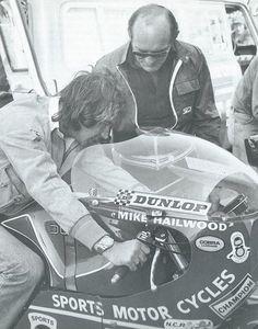 Barry Sheene trying Mike Hailwood'd winning Ducati for size in 1978