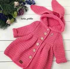 Discover thousands of images about ione ribeiro rocumbackpaso a pado de esteBaby Crochet Jacket Crochet baby jacket modelsBaby Crochet JacketCrochet blouse or baby jacketThis Pin was discovered by лар Crochet Baby Sweater Pattern, Baby Sweater Patterns, Crochet Baby Cardigan, Crochet Coat, Crochet Jacket, Baby Knitting Patterns, Baby Patterns, Crochet Patterns, Baby Girl Crochet
