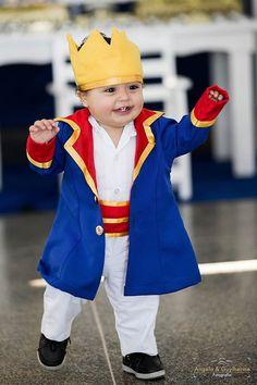 Roupa pequeno príncipe,feito sob medida!  Inclui:  1 blazer compridinho  1 coroa  1 macacão  *Valor do RN ao 2,outros tamanhos favor consultar valor!