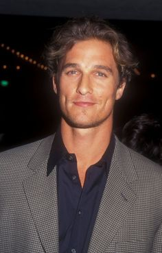 Matthew McConaughey always finds a way to mix his natural hotness with sweetness, be it stripping on screen in Magic Mike, taking a shirtless jog on the beach, Actors Male, Cute Actors, Young Actors, Actors & Actresses, Luke Benward, Matthew Mcconaughey Young, Matthew Mcconaughey Shirtless, Young Celebrities, Celebs