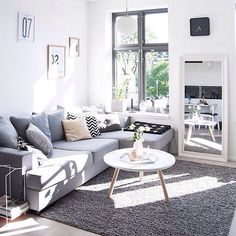 The lovely living room of @enkontrast 👈🏻 I just love everything about this space - sunny and inviting with a great colour scheme - I'm eyeing up that coffee table and rug ✔️