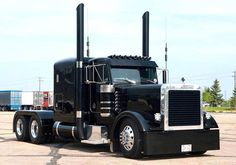 Is this truck pretty? Or is this truck PRETTY? Peterbilt 389, Peterbilt Trucks, Custom Peterbilt, Show Trucks, Big Rig Trucks, Old Trucks, Automobile, Heavy Truck, Diesel Trucks