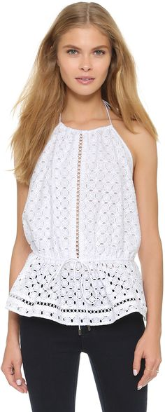 Such an easy and fun blouse, perfect for any 4th of July occasion!  @dondefashion