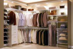 Closet masculino organizado e ventilado