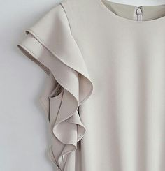 Cream dress s hirt Office Outfits, Casual Outfits, Mode Plus, Fashion Details, Fashion Design, Indian Designer Wear, Mode Style, Pulls, Blouse Designs