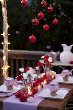 18 Beautiful Outdoor Christmas Table Settings - wouldn't have to be outdoors.