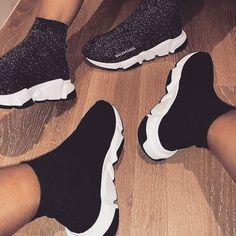 Balenciaga bon way to step out. Sneakers Mode, Sneakers Fashion, Fashion Shoes, Shoes Sneakers, Women's Fashion, Fashion Outfits, Souliers Nike, Hype Shoes, Fresh Shoes