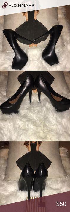 """Steve Madden pump platform high heels Steve Madden 5 1/5"""" pump platform high heels black worn a few times . One heel is a little damage - see pictures. Size 8 Steve Madden Shoes Platforms"""