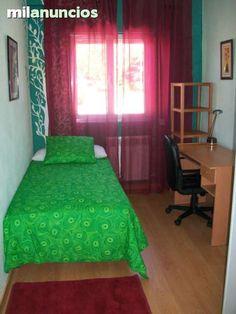 Se alquila piso completo o por habitaciones para estudiantes. Muy cerca del campus Unamuno y de la estacion de autobuses.La cocina dispone de frigorifico,lavadora, horno, placa vitroceramica y microondas. Todo el piso da a exterior con suelos de madera y