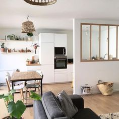 Peeking on Modern and Minimalist Room Partition with Half Glass on It Apartment Interior, Living Room Interior, Kitchen Interior, Kitchen Decor, Kitchen Design, Living Pequeños, Design Scandinavian, Minimalist Room, Open Concept Kitchen