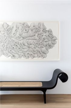 Marquesa bench designed by Oscar Niemeyer available at ESPASSO. Midcentury modern and contemporary Brazilian design. Oscar Niemeyer, Bench Furniture, Find Furniture, Furniture Design, Contemporary Interior Design, Home Interior Design, Interior Doors, Midcentury Modern Interior, Contemporary Benches