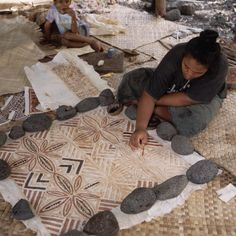 Woman Paints Tapu Cloth A woman paints patterns onto tapu cloth, which is made from the bark of the paper mulberry tree. Date Photographed:ca. 1980-1997 Photographer:James Davis Location:Savaii, Samoa