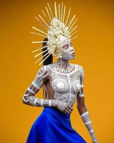 art human body painting The art of lines Body art by femiy_artmazing_african Headpiece by mascoteda Photography by jideatobatelephoto Model edna of gngmodelsafrica ------ Elite Model Look, Tribal Makeup, Arte Peculiar, Art Photography Women, Human Body Art, Body Art Tattoos, Space Tattoos, Circle Tattoos, Owl Tattoos