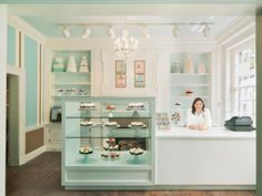 OMG, this place looks adorable! My #ridecolorfully #katespadeny #vespa would look awesome in front of this new cupcake place in Old Town Alexandria! PERXFOOD.COM
