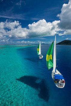 (Floating on a Dream) Raiatea - French Polynesia