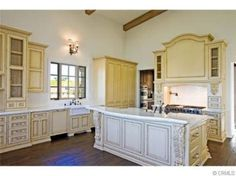Looking at a new home for sale in Auburn, AL? Go to HomesteadAuburn.com and look at some of these beautiful kitchen ideas