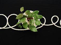 DIY- Köysi kaitaliina - Humua -kaikkien juhlien ideapankki Plant Leaves, Table Settings, Plants, Place Settings, Plant, Planets, Tablescapes