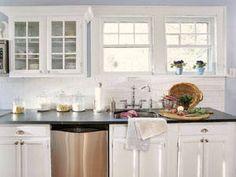 Cucina bianca piano nero