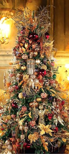 Gorgeous Christmas Tree ~ 20 Awesome Decorating Ideas & Inspirations - Style Estate - Best Of The Best Luxury Beautiful Christmas Trees, Elegant Christmas, Noel Christmas, Victorian Christmas, Halloween Christmas Tree, Lush Christmas, Country Christmas, Christmas Christmas, Decoration Christmas