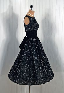 Vintage dress,I want to live in the 60's so I can wear pretty dresses like this!!!