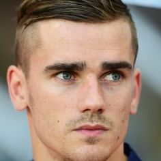 Antoine Griezmann - France - Atletico Madrid - March 1991 - USED Antoine Griezmann, Madrid Football, Football Is Life, Cute Boys Haircuts, Haircuts For Men, Soccer Guys, Football Players, Prince Charmant, Beautiful Men Faces