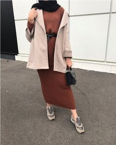 Tenues de mode hijab d'hiver Just Trendy Girls . Tenues de mode hijab d'hiver Just Trendy Girls Hijab Casual, Hijab Outfit, Modest Outfits, Modest Fashion, Modest Dresses, Winter Mode Outfits, Winter Fashion Outfits, Hijab Mode Inspiration, Muslim Women Fashion