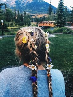 Interesting Hairdressing Tips You Should Use. When you care for your hair your whole life changes. Good hair tells other people that you are put together. Messy Hairstyles, Pretty Hairstyles, Hair Inspo, Hair Inspiration, Good Hair Day, Hair Dos, Hair And Nails, Your Hair, Curly Hair Styles