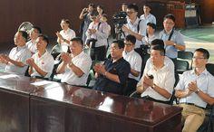 중국대사관 성원들 동평양제1중학교 참관