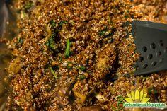 Você pode usar qualquer tipo de quinoa para fazer esta deliciosa receita. Adicione legumes e temperos que você gosta e prepare este risot...